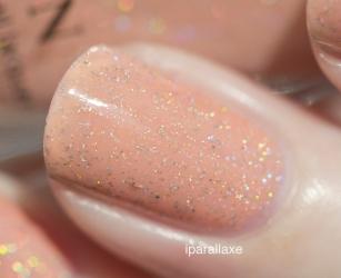 Peachy Queen - 2 couches sur crème nude